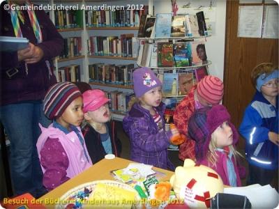 Büchereibesuch des Montessori - Kinderhaus St. Vitus Amerdingen 10.10.2012_7